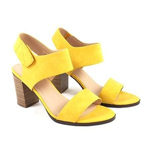 Soda Brand Yellow Heel Stacked Sandals Open Toe 6
